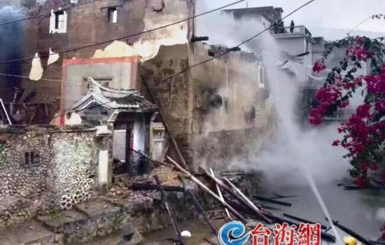 """龙岩永定""""最别致的土楼""""突发火灾 系179年的古民居"""