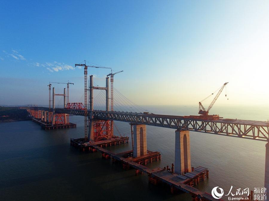 平潭海峡公铁两用大桥首座通航孔桥合龙