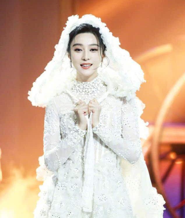 范冰冰一袭白纱亮相,要结婚了吗?范冰冰李晨什么时候结婚?