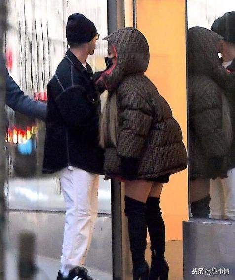 与前男友逛街的A妹好瘦啊!看这是要复合的节奏?