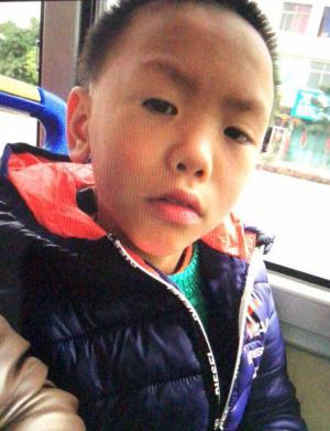 莆田涵江区江口镇一11岁男孩走失 身穿黄色外套