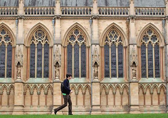 八所私校垄断牛津剑桥录取 英国教育公平堪忧