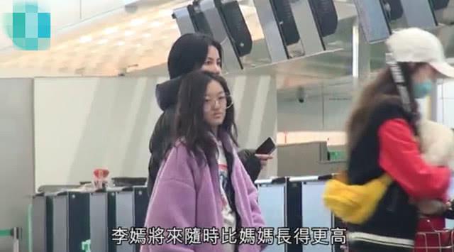 王菲带女儿美国手术后现身照片曝光!网友发现李嫣的嘴又变了