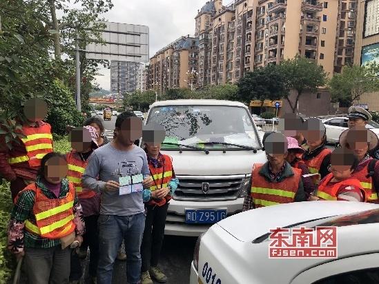莆田:司机图省事超载运工人 被扣6分罚200元