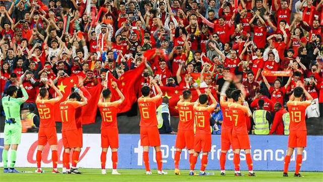 国足连胜出线,蒿俊闵被称皮尔洛,名嘴呼吁给武磊写三个字
