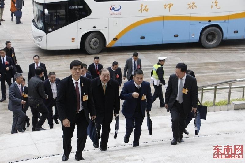 直击福建省政协开幕花絮:会场内外委员显风采