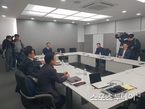 """韩国性侵丑闻教练获刑却没被联盟除名 """"逍遥""""8个月终遭处罚"""