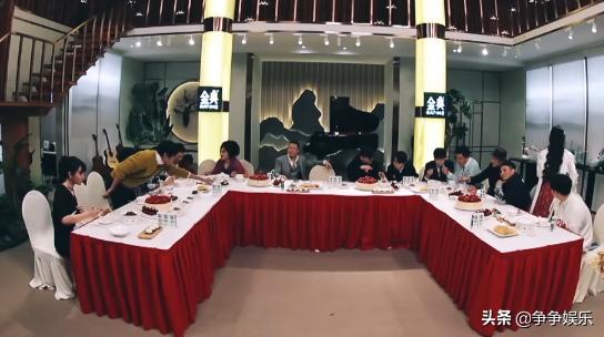 歌手2019小K不懂中国礼仪,吃饭时坐在C位,李莎旻子很着急!