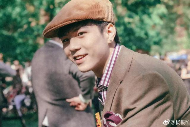 《以团之名》开播,人气选手杨桐舞台失误,这是下一个范丞丞?