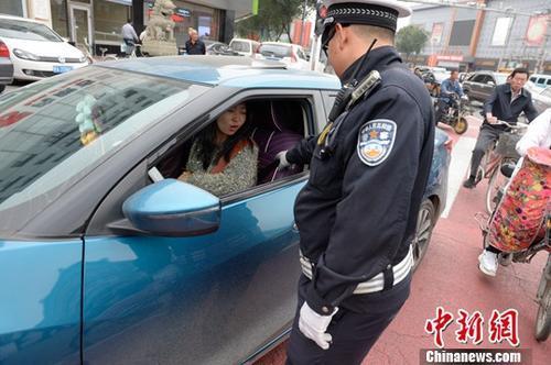 """公安部:春运期间严查""""两客一危一货""""等重点车辆"""