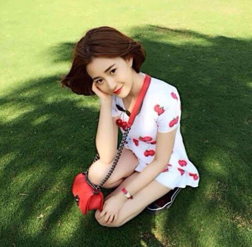 吴秀波事件女主19岁照片曝光,长相清纯身材好,一副好牌被乱打