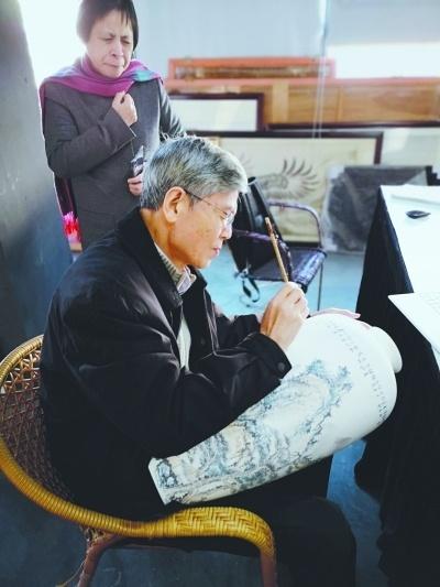 当陶瓷遇上中国画 沈岩:让每件艺术品成为孤品