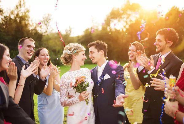白色婚礼成了婚礼标配 新娘为什么爱穿白色婚纱