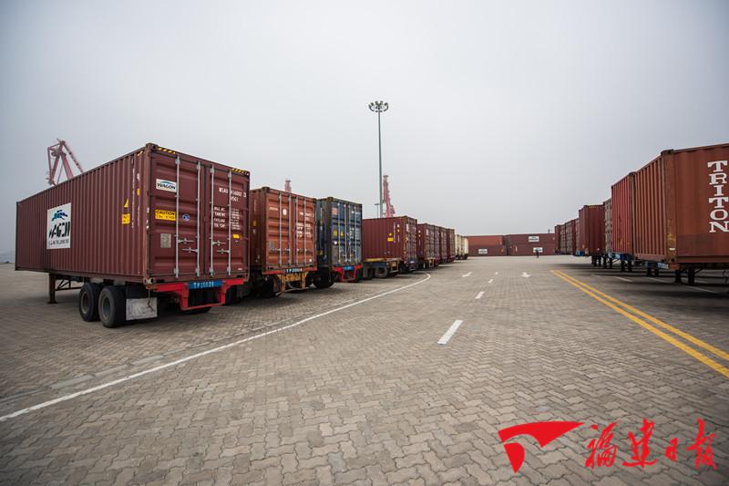 700吨金沙国际娱乐场官网农产品9小时抵达!高雄-平潭货运直航首秀