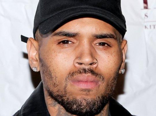 歌手克里斯-布朗被控强奸怎么回事? 曾家暴前女友蕾哈娜