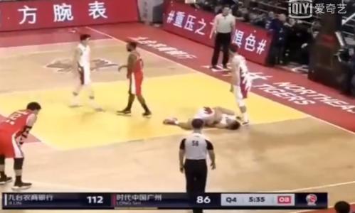 吉林球员李安受伤原因始末 膝盖严重扭伤变形