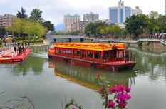 首批游客坐游船 游览最美晋安河