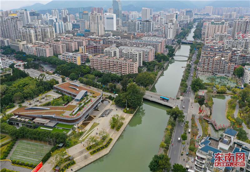 2月1日10时许,最美晋安河游览线路开航,首批60位市民在晋安河温泉公园