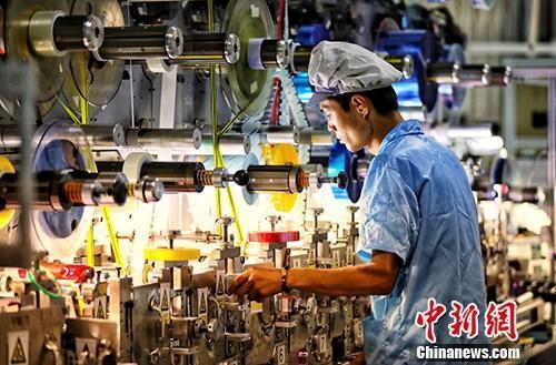 """31个省份亮经济""""成绩单"""" 广东江苏GDP领跑全国"""