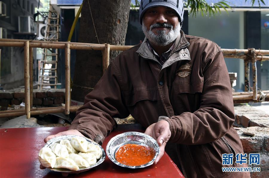 与众不同!印度街头饺子蘸咖喱 五元一份