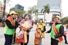 福州:志愿助春运 温暖回家路