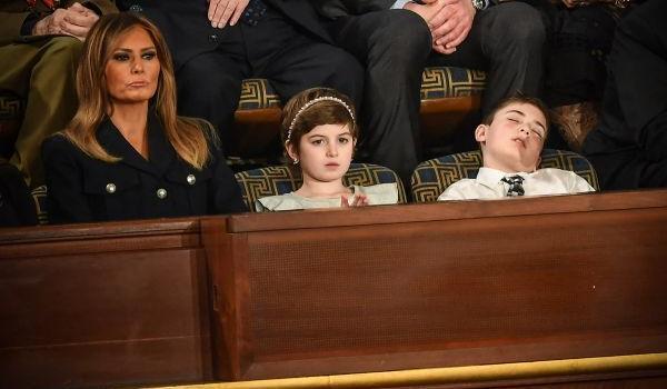 小特朗普听特朗普演讲打瞌睡照片曝光 乔舒亚和特朗普有什么关系