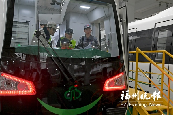 福州地铁2号线工作人员多半春节没放假 年夜饭轮流吃