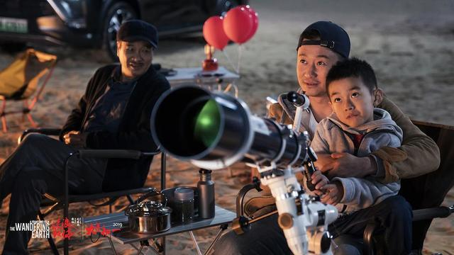 流浪地球影史第14部破20亿影片,吴京片中父子情惹哭观众