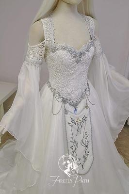 《塞尔达》主题婚纱惊现卖场 起价2400美元!