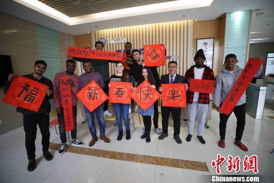 在华留学生眼中的中国年:热闹团圆充满新气象