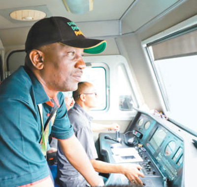 """尼日利亚有了首条""""双线""""铁路"""