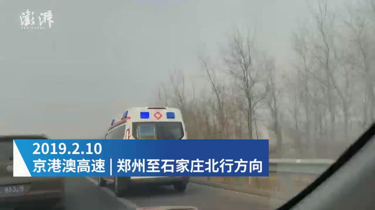 返程高峰私家车占应急道 救护车被逼停这位司机再堵也不能堵那