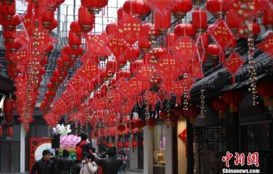 春节全国零售餐饮销售破万亿元 旅游接待4.15亿人次