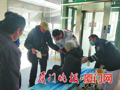 老人动车上发病铁路人接力救援 目前病人已无大碍