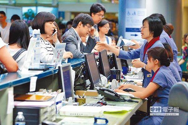 台湾华航因罢工损失巨大 人事成本每年或将多付5亿