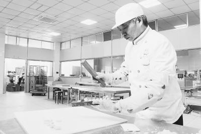 """漳浦""""翰林糕"""":五代人坚守传统手作糕饼"""