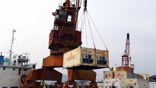 1200吨台湾农水产品运抵厦门同益码头