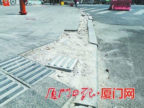 厦门嘉禾路人行道部分路段破损已一年多 人行道却让人难行