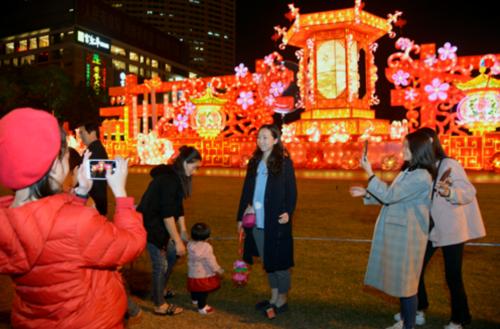 榕城:中国电信5G首次亮相元宵灯会