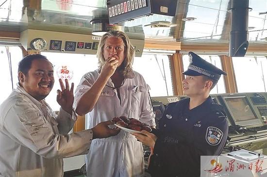 莆田出入境边防检查站为船员营造浓厚年味