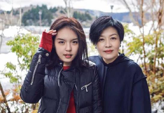 李咏去世第二年,女儿在美现状曝光,母女二人现在很幸福!
