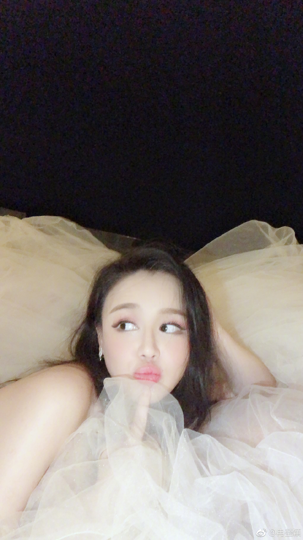 冉莹颖怀孕度假穿婚纱秀美照 怒怼网友:站不改名坐不P图