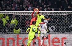 欧冠:巴萨0-0里昂 梅西失良机小狮王神扑