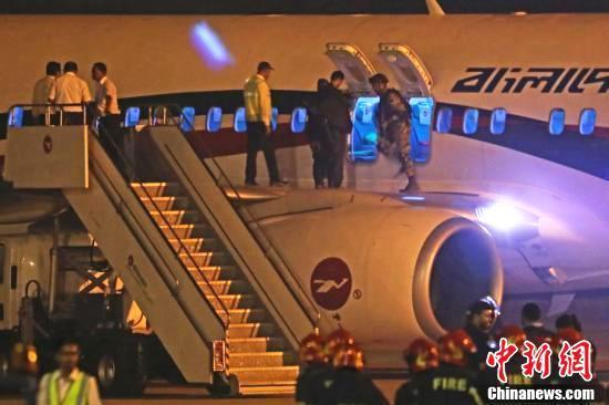 孟加拉国一民航客机遭劫持迫降事件始末 孟加拉劫机者被毙