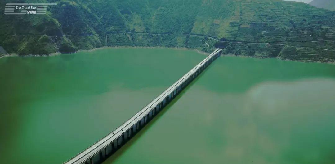 剛剛,中國公路震驚英國人!福建這10條如夢似幻!