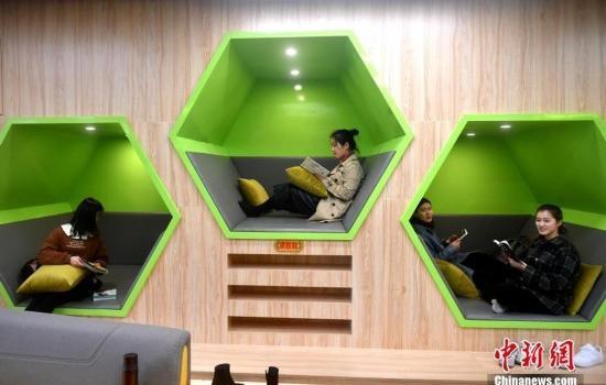 福建高校现高颜值24小时书房 设有睡眠舱和防占座系统