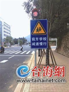 漳州华安这3处路口标示牌有点低