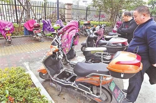 福州双湖新城多辆电动车电瓶被盗 警方已介入调查