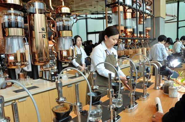 日本首家星巴克高级旗舰店在东京开业