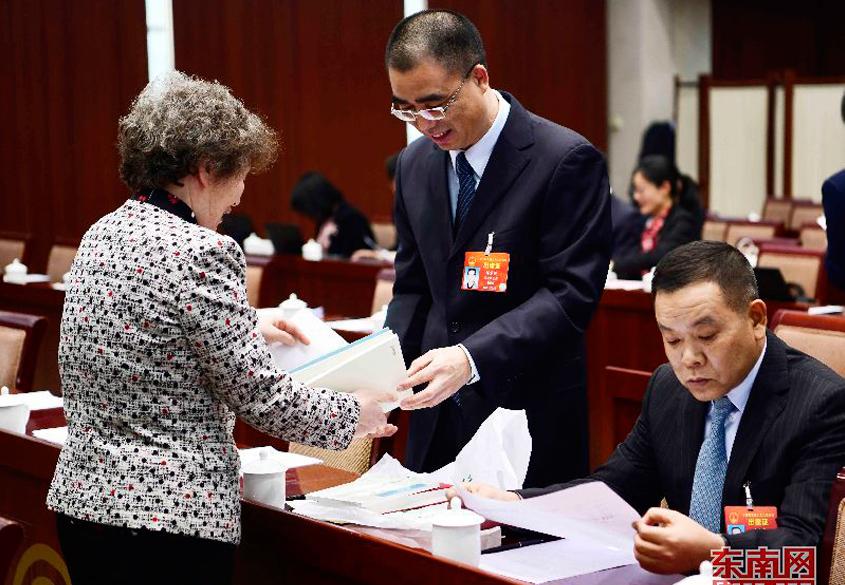 福建代表团代表积极准备议案、建议